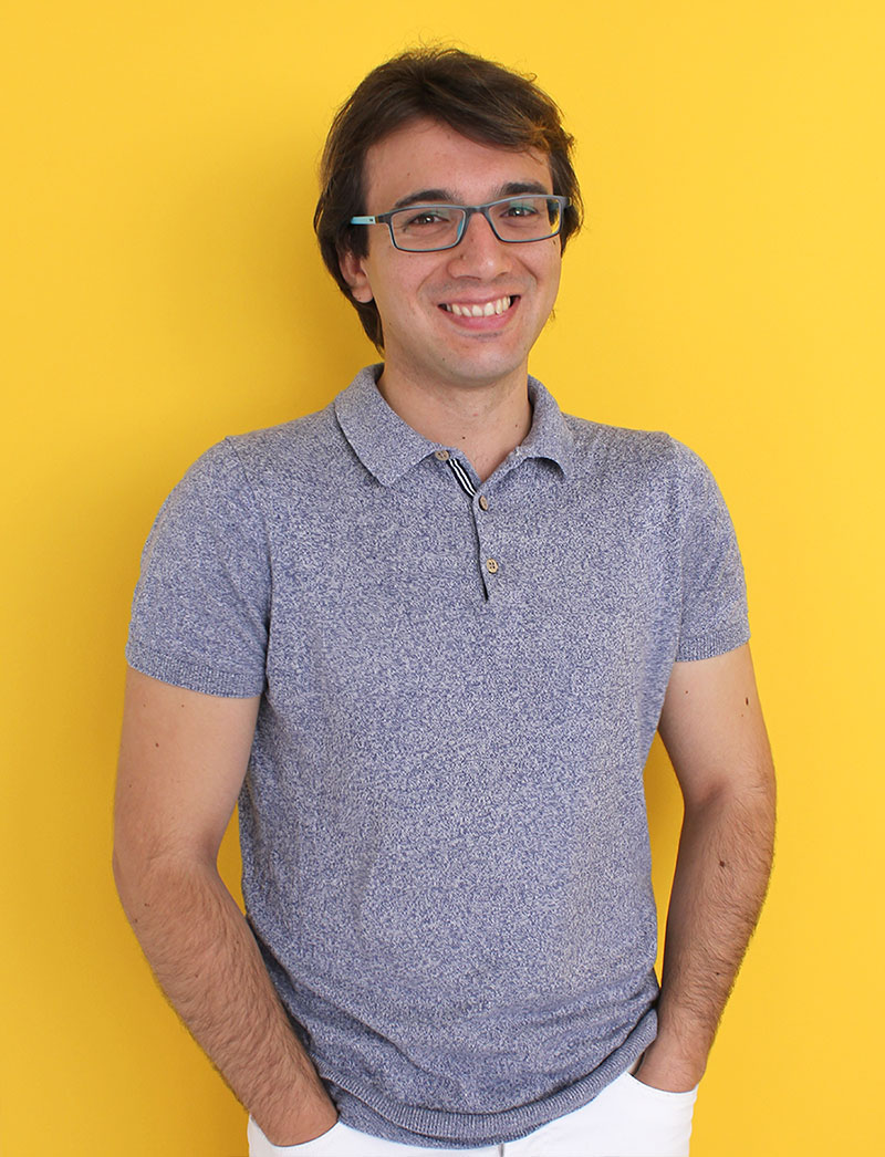 plano medio de Alberto Adnáz